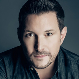 Ty Herndon Is A Master Of The Ties That Bind Grammy Nominated And Dove Award Winning Recording Artist Has Ability To Connect With An Audience Far